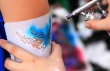 Как делают татуировки