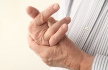 Немеют пальцы рук – почему и как лечить?