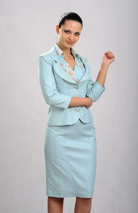 Женский белый деловой костюм
