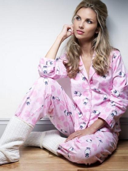 фото женщины в пижаме
