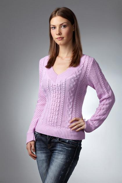 Модные свитера вязаные буквально с каждым модным сезоном и годом стиля и красоты становятся более облегчёнными