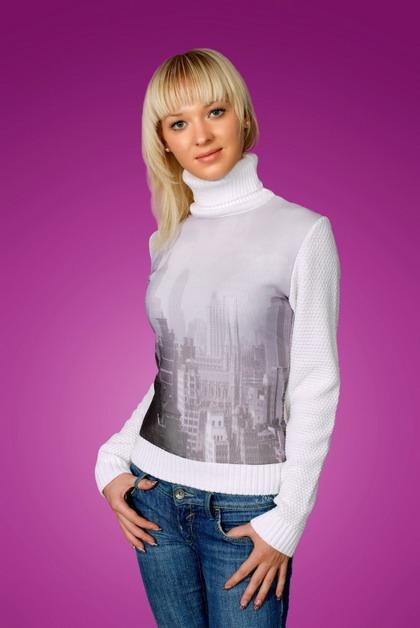 Спортивные свитера женские