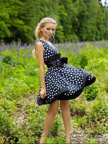 Платье в горох - это классика, поэтому оно никогда не выйдет из моды