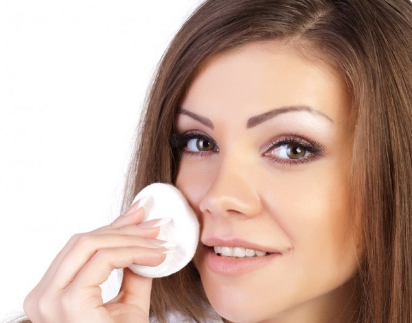 Немаловажным фактором при борьбе с высыпаниями является очищение кожи лица.