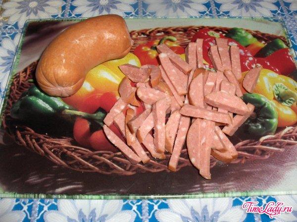 Жареная капуста с колбасой рецепт с фото