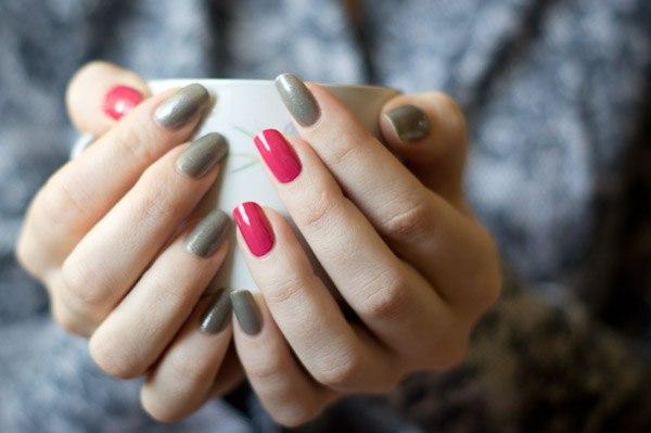 Маникюр с двумя разными ногтями