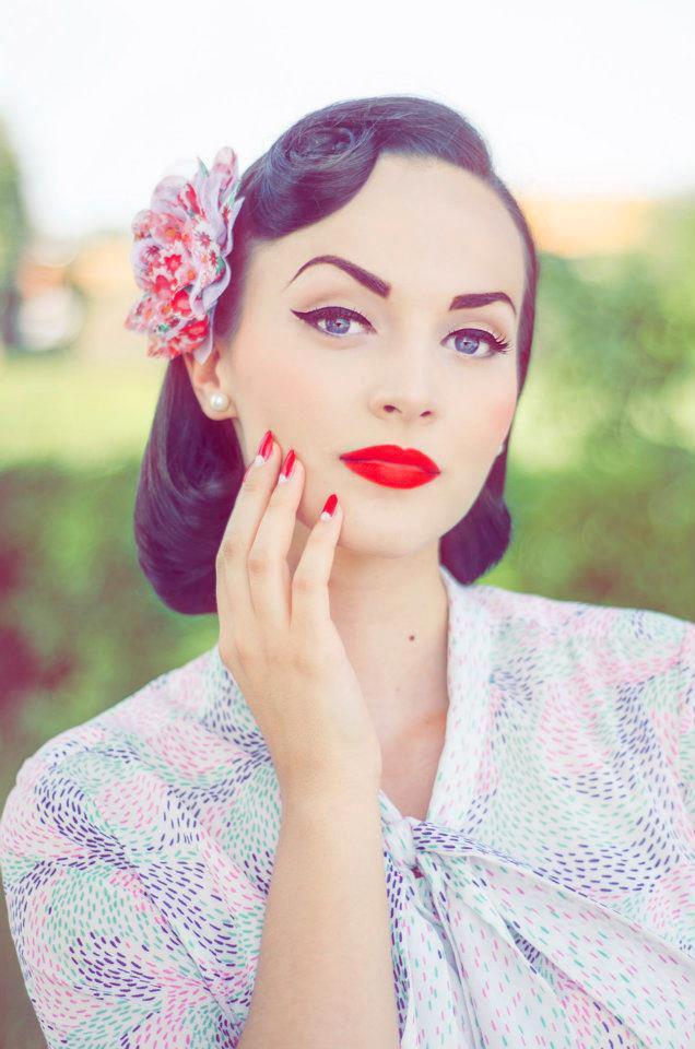2 вариант макияжа для темноволосых девушек со светлой кожей