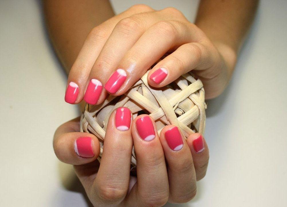 Прорисовка лунок на ногтях