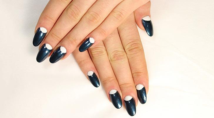 1 пример перевернутого френча для ногтей длинных