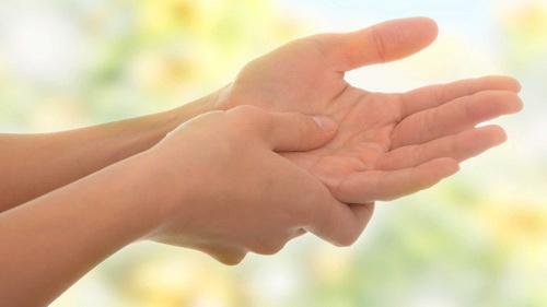 Онемение пальцев на левой руке