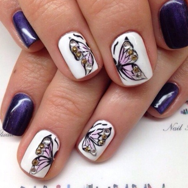 Рисунок бабочек на ногтях