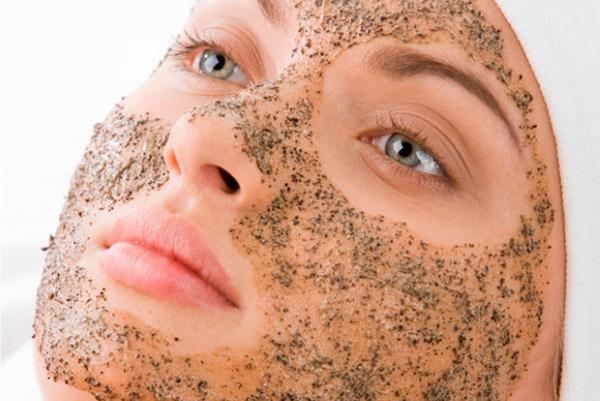 Очистка проблемной кожи скрабом